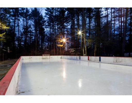Curt Schilling Wants To Sell You His Backyard Rink Tools